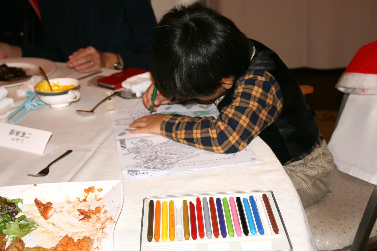 えっ!例会場でお絵描き!将来は画家!?L山口のお孫さん大雅くん(3才)